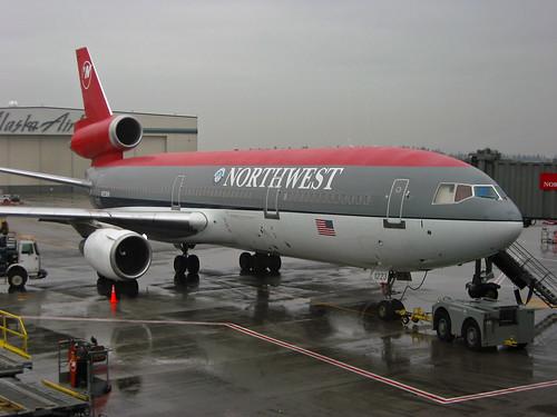 sea canon airplane washington airport gate northwest aviation powershot airline douglas seatac retired nwa s30 dc10 widebody n223nw