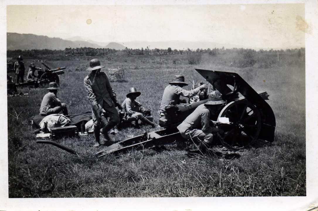 oefening met de veld-artillerie / practising the field-artillery , Dutch Indies , late 1930's