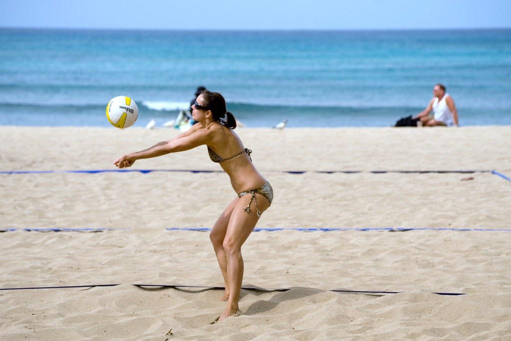 Waikiki beach girls