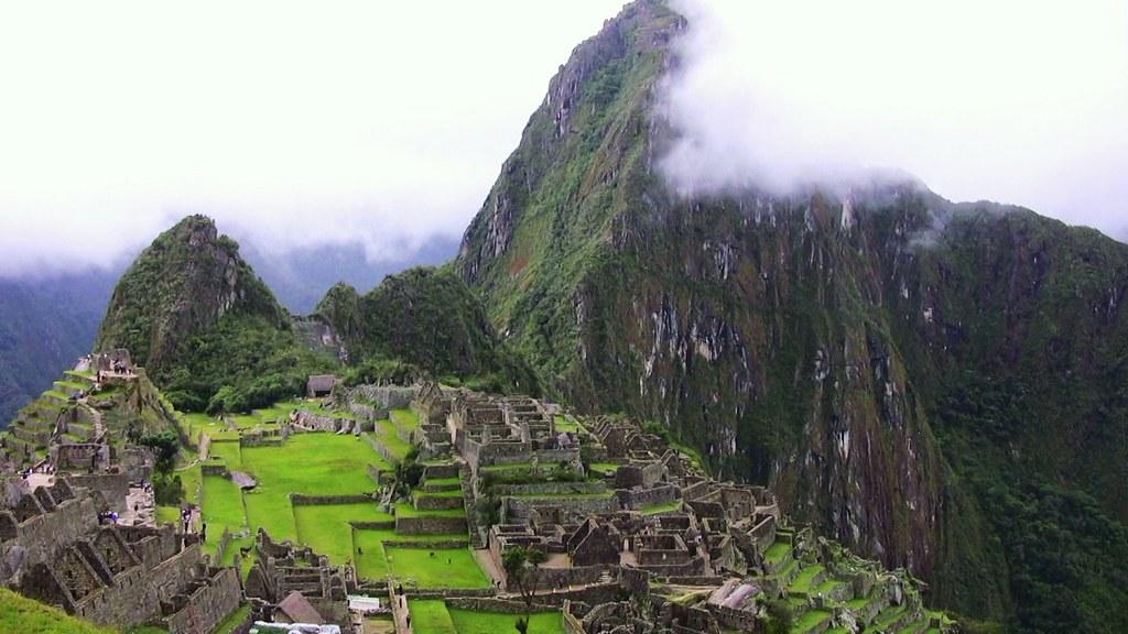 Peru - Machu Picchu - Der erste Blick über die ganze Stadt - einfach überwältigend - ein Postkartenmotiv , 069