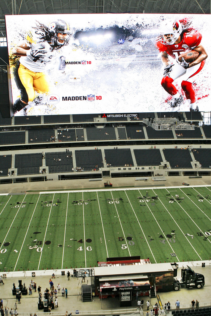 PlayStation Madden NFL 10 | A view of the large screen over