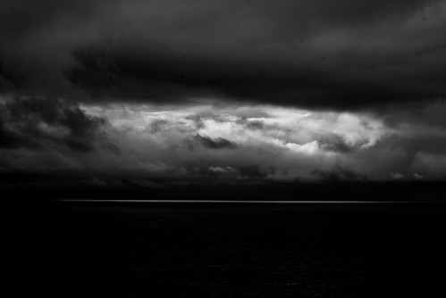 Stormy weather   by zel∂on