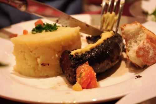 boudin noir et pommes de terre purées | by jypsygen