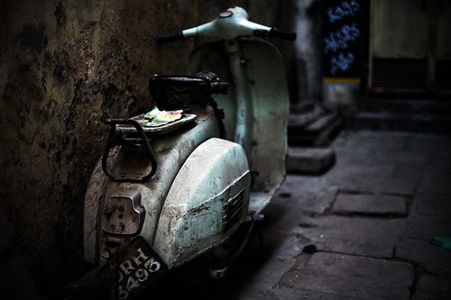Homeless Vespa | by Ray maï