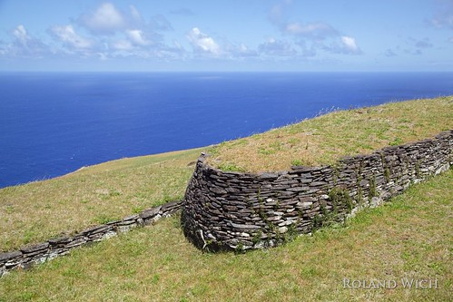 Easter Island - Orongo Stone House | by Rolandito.