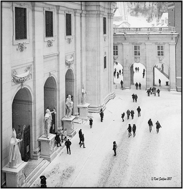 Jedermann im Schnee_Rolleiflex 3.5B