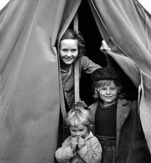 Dorothea Lange: Lighthearted kids in Merrill FSA camp, Klamath County, Oregon, 1939