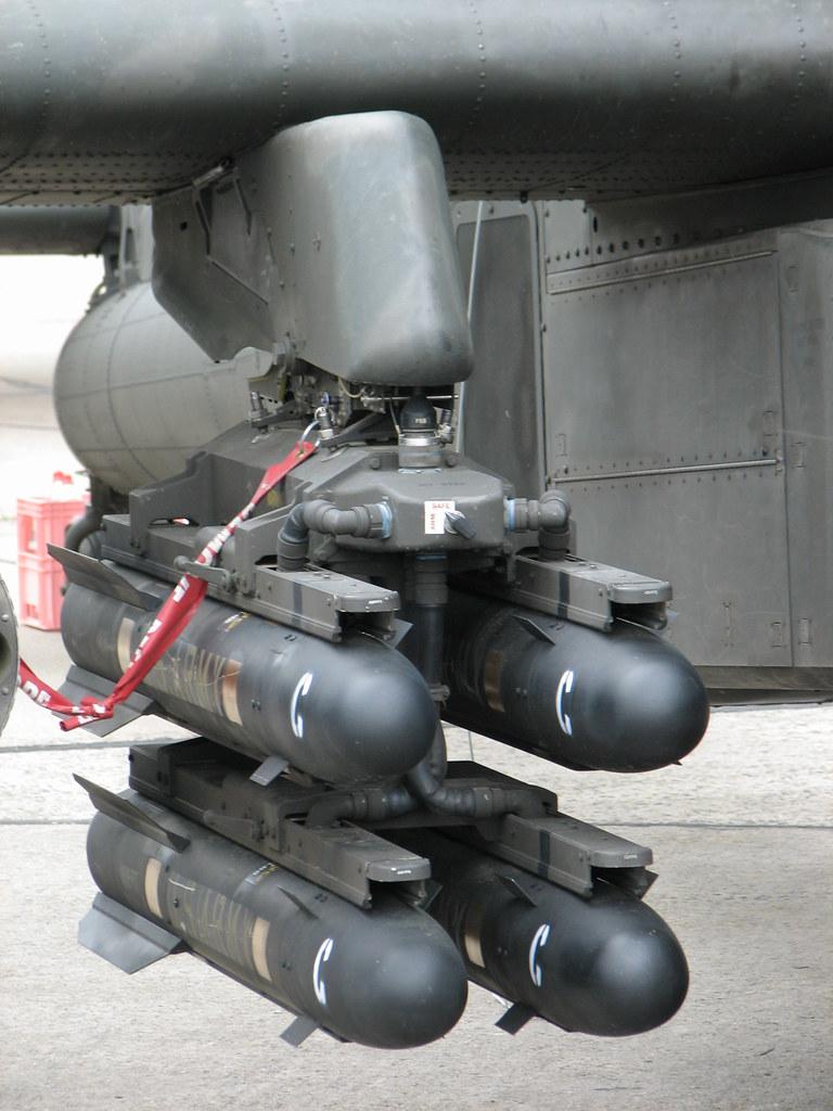 AGM-114 Hellfire des Apache AH-64 | yetdark | Flickr