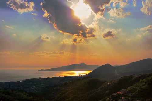 sunset sea italy panorama cloud sun seascape colour landscape italia liguria sunray italians tigullio supershot mywinners worldbest holidaysvacanzeurlaub platinumheartaward theperfectphotographer tigulliogulf dragondaggerphoto oracoob