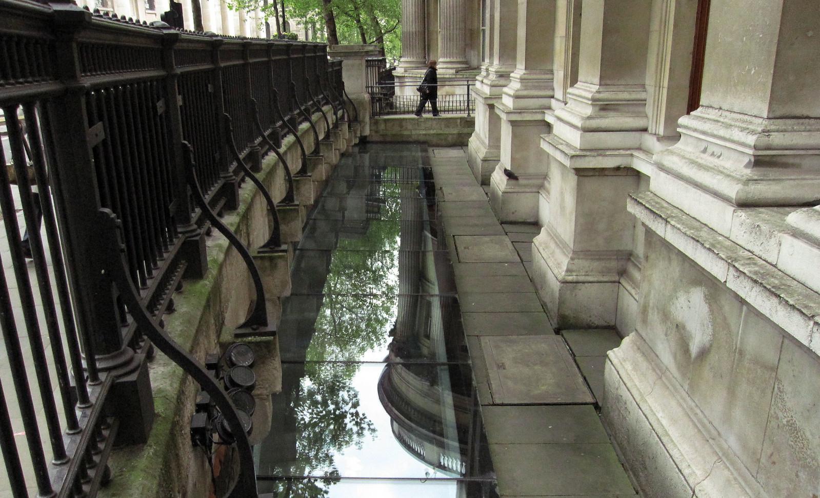 London 233