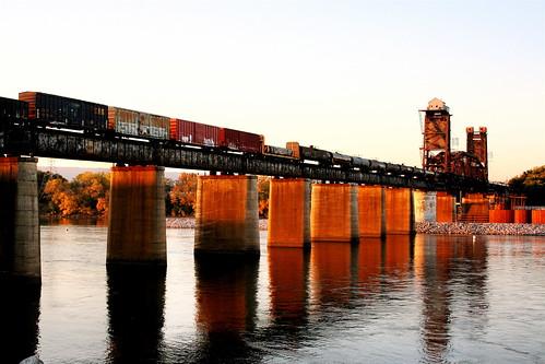 sunset chattanooga train railroadbridge chickamaugadam
