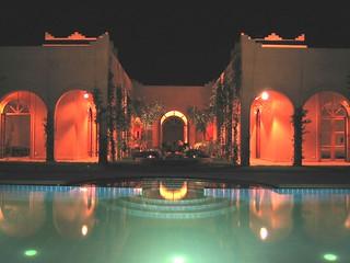 Nachtaufnahme mit Pool Villa Marrakesch