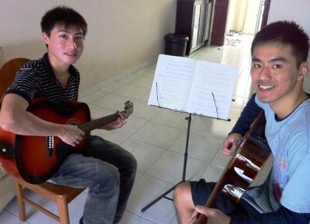 Beginner guitar lessons Singapore Jun Xian