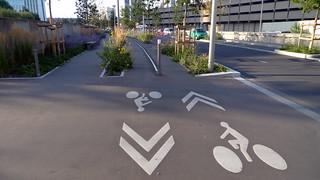 piste cyclable, quartier La Défense (FR92) | by jean-louis zimmermann