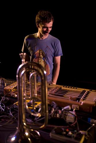 Multi_EE_03_08> Chelpa Ferro + Jaques Morelenbaum