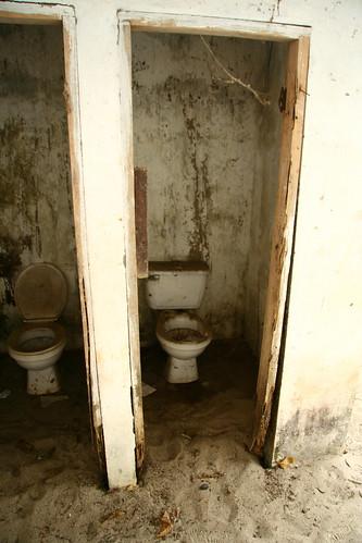 baños | by °°°paula°°°