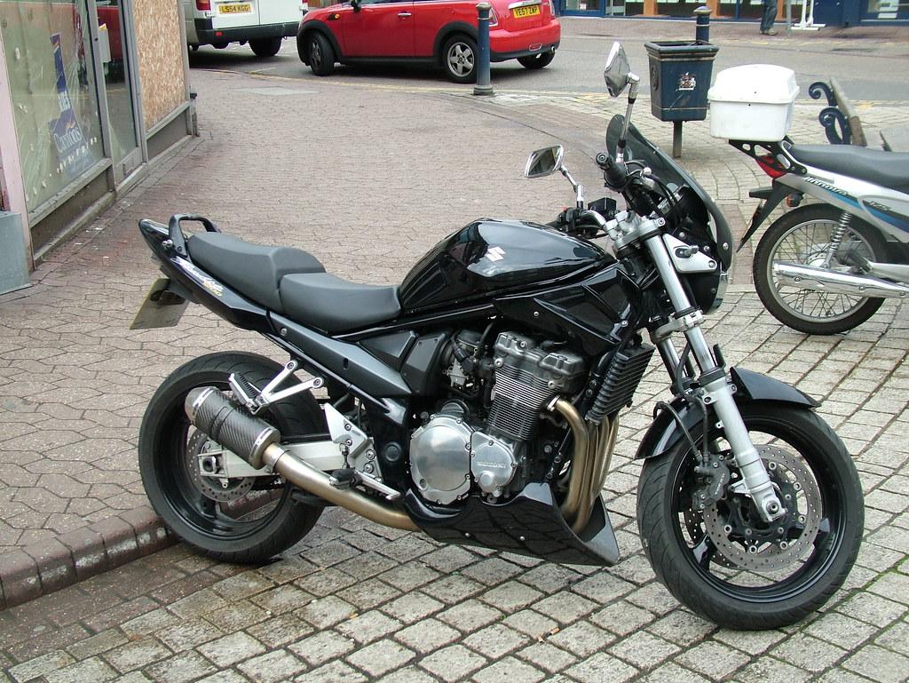 Black streetfighter | 2007 Suzuki Bandit 1200