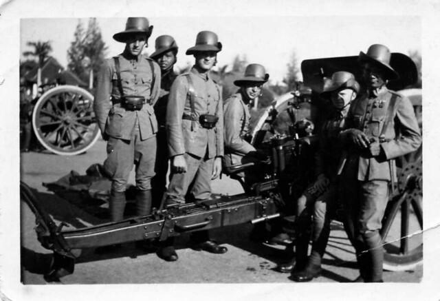 SALUUT BATTERIJ  -  salute battery , 31 aug. 1937 , at the anniversary of the then Dutch queen Wilhelmina (left : Leen van der Groef) , Dutch Indies , late 1930's