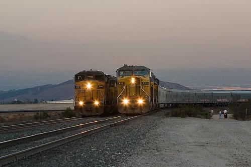 night unionpacific canondslr locomotives cajonpass alltrains intothedarkness bokehlicous