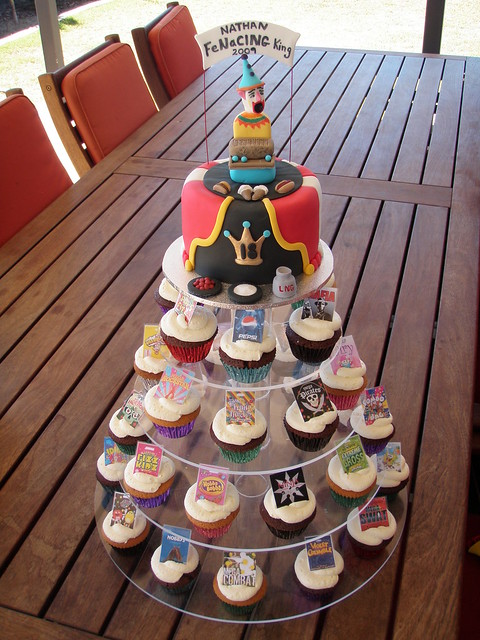 Mossy's Masterpiece - Nathan's 18th Birthday FeNaCING weekend show bag cake & cupcakes