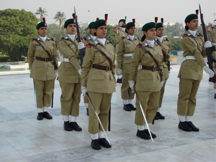 DMP-FF0261 - FEMALE PAKISTANI SOLDIERS - a photo on Flickriver