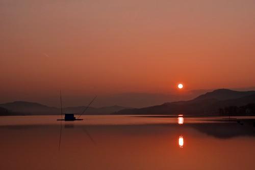 sun lake mountains hot reflection water sunrise out landscape austria see österreich nikon warm wasser kärnten carinthia berge coming landschaft sonne sonnenaufgang morgen reflektion früh mornig velden carinzia wörthersee d80