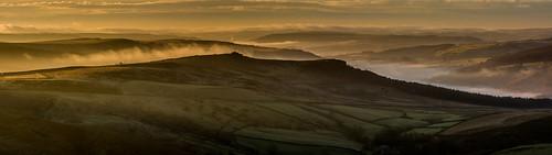 overowlertor stanageedge derwentvalley mist sunrise winter peakdistrict