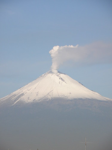 P8250035 Volcan Popocatepetl (Vista Edif. Corporativo AXA/ORP) Puebla.,Pue. Mexico por LAE Manuel Vela