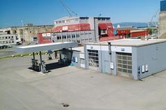 Bensinstasjonen foran DORA 1. Fyringsbunkeren og DORA 2 i bakgrunnen (2005)