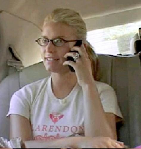6e10d755a5e9 Jessica Simpson wearing glasses