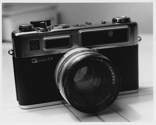 old blackandwhite 120 tlr 35mm rangefinder mat electro ilford yashica closeuplens arista