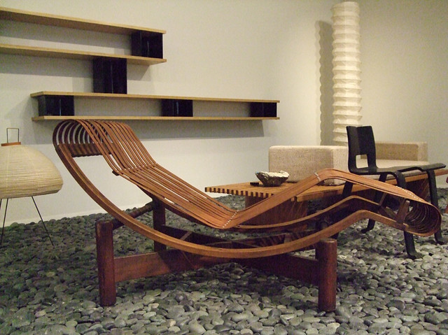 design charlotte perriand la chaise longue faite en. Black Bedroom Furniture Sets. Home Design Ideas