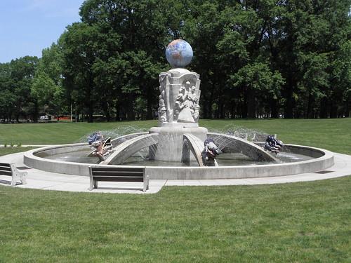 Rooselvelt Park Fountain | by DanCentury