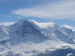 Krásné počasí, ale nenápadná deka mraků nad hřebenem Mönchu a Jungfrau signalizují, že nad ledovcem Konkordia panuje hustá mlha.