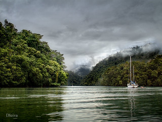 Navegando por Rio Dulce (Guatemala)   by dleiva