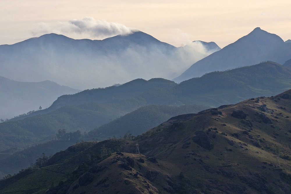 Munnar ranges | high above the tea plantations, quite a ...