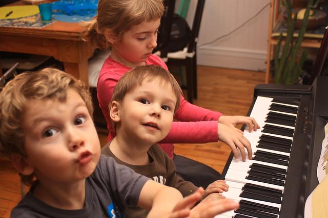 Ludo, Axel et Léa au piano II (Prise II)