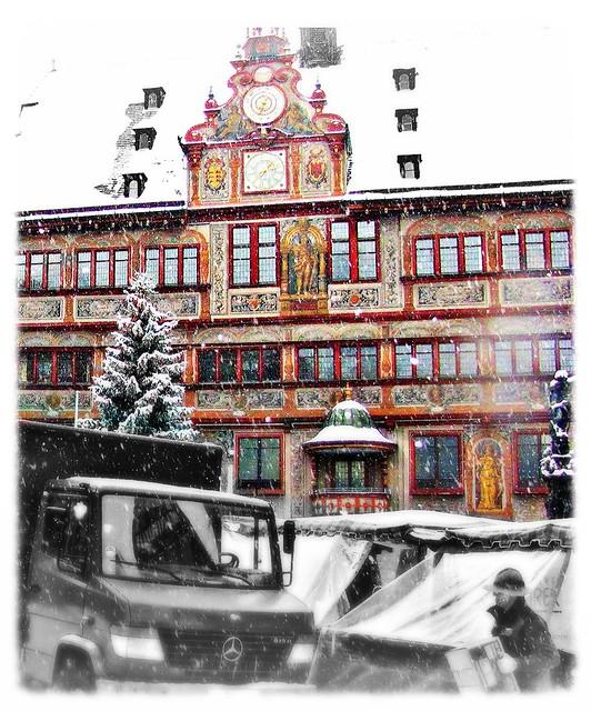 weihnachtlicher Marktplatz Tübingen vor dem Rathaus - Marktbeschicker  in Tübingen. Marktplatz, Tübingen