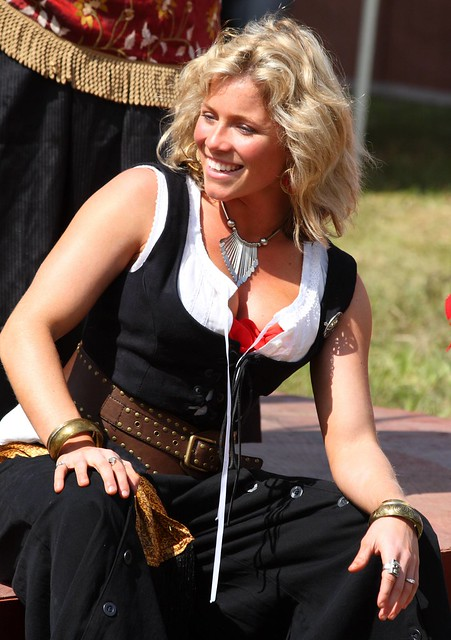 Lovely blonde wench with a great smile (IMG_2226a)