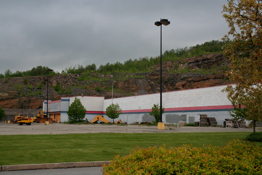 Dickson City Pa Abandoned Walmart Closed Due To Rocks Comi Flickr