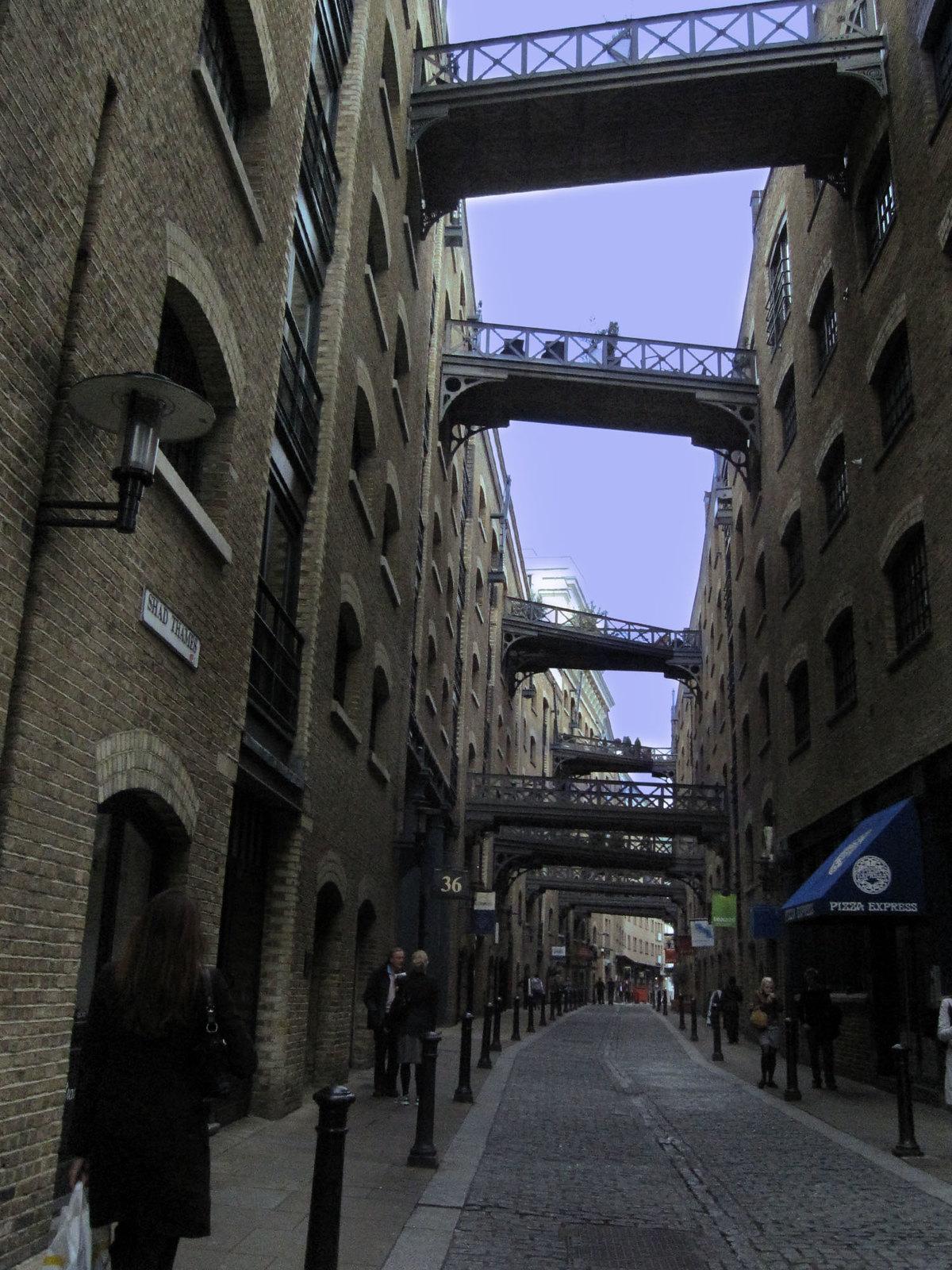 London 225