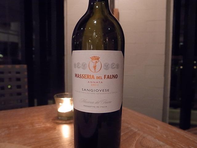 <p>おススメの1700バーツのレッドワイン!満足のお味です。</p>