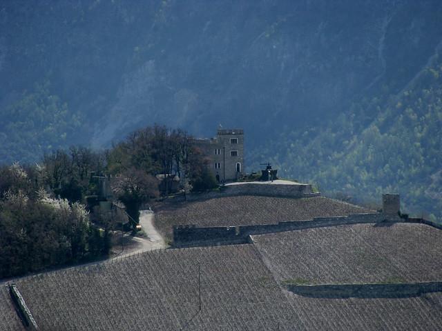 Schloss Ravire (  Château - Castle ) auf einem Hügel oberhalb Sierre - Siders im Rhônetal im Kanton Wallis - Valais in der Schweiz