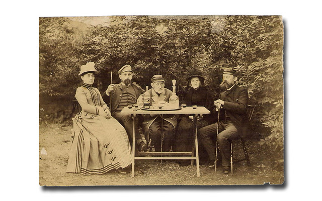 Drinking some Karlshamns Punsch in the early 1890's.