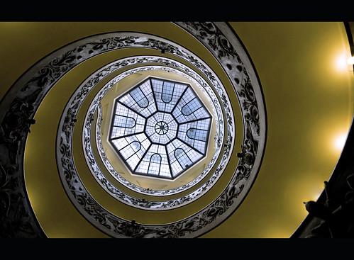 Escaleras del museo del Vaticano, Vatican Museum stairs.   by Vvillamon