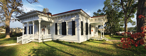 wood old light sunset usa white house building history classic home architecture vintage town wooden soft texas afternoon unitedstates tx small style historic patio veranda porch jefferson verandah stoop pleasant settlement tejas gardentree