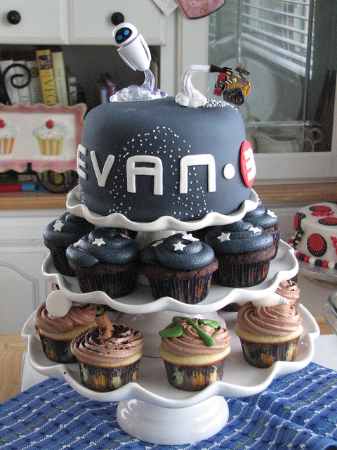 Evan's Wall-e Cake and Cupcakes
