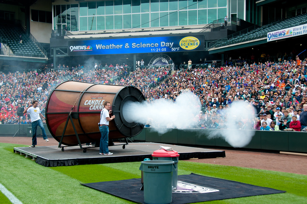 Giant Smoke Rings at Weather and Science Day 2011 | Microbur