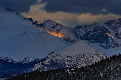 light sunset mountain snow mountains nature weather last landscape twilight nikon colorado glow nps dusk rocky peak alpine co rmnp peaks 2009 rockymountainnationalpark alpenglow d300 clff platinumheartaward blendedexosures