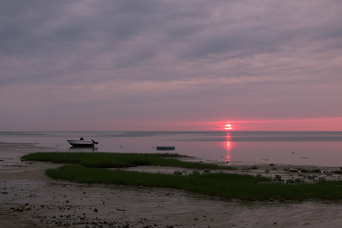 2015 brewster capecod fujix20 fujifilmx20 ma massachusetts saintslanding beach coast summer sunset shore coastline water boat